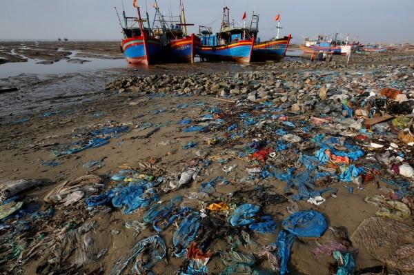 塑膠垃圾對環境危害頗大。(資料照,路透)