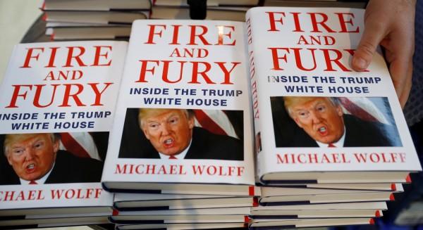 美國記者沃爾夫(Michael Wolff)爆料川普秘辛的新書《烈焰與怒火:川普白宮內幕》,銷售情況火熱,已進入11刷,還有140萬本精裝本訂單。(路透)