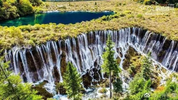 諾日朗瀑布昔日美景。(圖擷取自臉書「微信上的中國」)