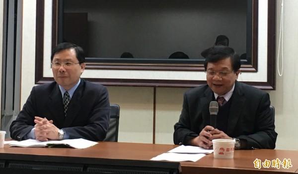 經濟部長李世光(右)、能源局長林全能(左)。(記者黃佩君攝)
