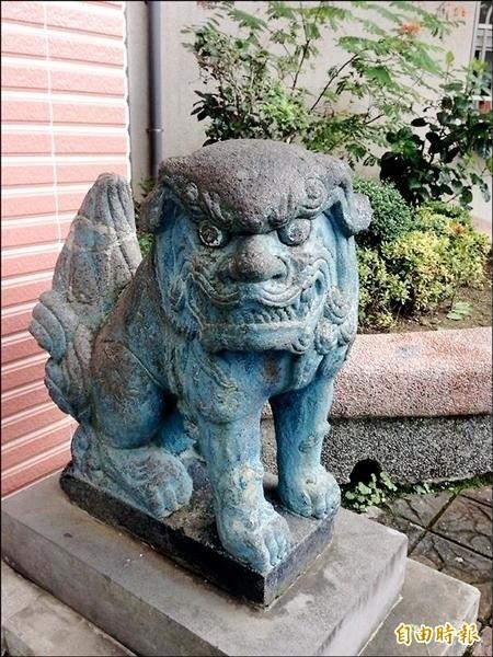北投國小前的石狛犬有百年歷史。(資料照,記者盧姮倩攝)