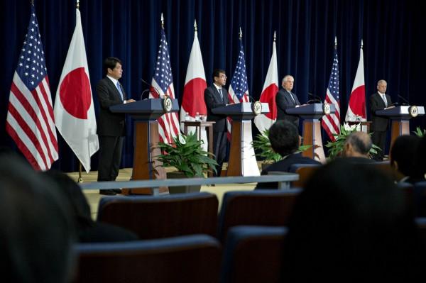 美日兩國在美國華盛頓舉行「二加二會議」,會後舉行記者會發表共同聲明。(取自Bloomberg)