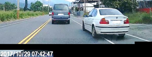 花東縱谷違規超車情況嚴重,小心「全都錄」遭舉發(記者陳賢義翻攝)