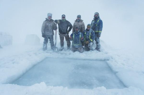 厚冰层开挖前。(法新社)