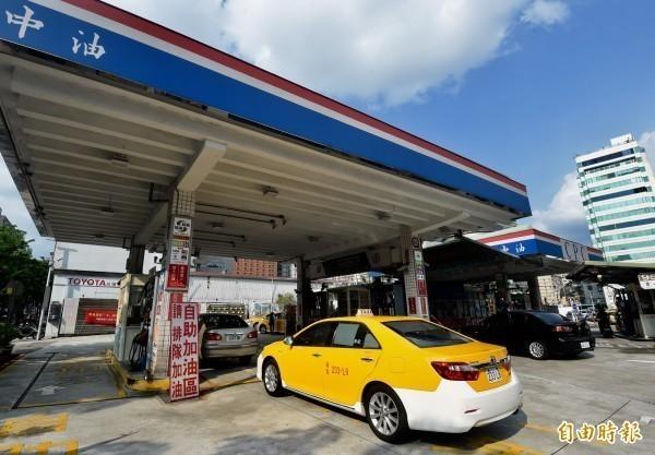 中油宣布15日凌晨零時起,調漲各式汽、柴油價格每公升0.2及0.3元。(資料照,記者簡榮豐攝)