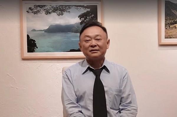 台北市議員王世堅剃頭,台北市長柯文哲認為不是剃髮,只是變成小瓜呆而已。(圖擷自王世堅臉書)