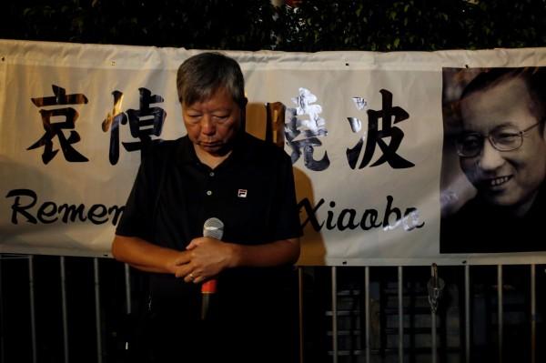 中國異議人士、諾貝爾和平獎得主劉曉波,13日病逝瀋陽,香港民眾晚間為此哀悼。(路透)