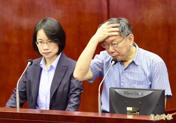 台北市長柯文哲(右)、北農總經理吳音寧(左)。(資料照)