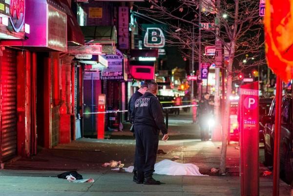 紐約皇后區發生快車撞人群事件,釀1死3傷。(圖擷取自《紐約日報》)