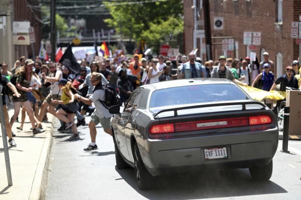 一部車輛高速衝撞人群,造成多人受傷。(美聯社)