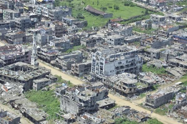 菲國在民答那峨島馬拉威市的反恐戰爭在2017年10月宣布結束。圖為戰後的馬拉威市現況(法新社)