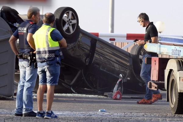 度假勝地坎布里爾斯(Cambrils)在當地時間18日臨晨1點,有一輛車蓄意衝撞路人,導致1死5傷,其中一名傷者是警察。(法新社)