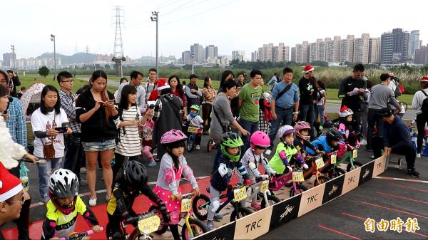 歐美盛行的幼童滑步車,近年來在台灣相當熱門,許多民間單位都辦過滑步車比賽。(記者陳宇睿攝)