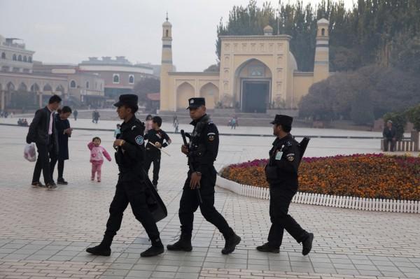 中國新疆當局日前公布《新疆維吾爾自治區去極端化條例》,企圖將伊斯蘭色彩從民眾日常生活中抹去。(美聯社)