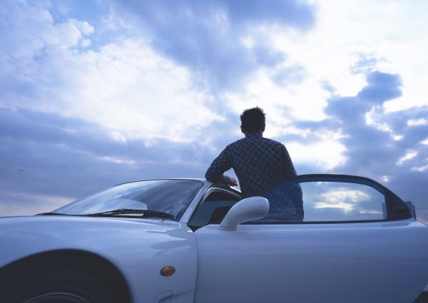 英國一項調查發現,長子、長女比較容易成為糟糕駕駛,更容易出現像是超速等違規狀況,也比較容易發生交通事故。(情境照)