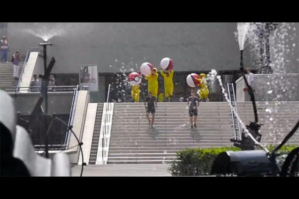 瑞士城市「巴塞爾」拍攝觀光宣傳片,影片穿插巴塞爾著名景點,如荷爾拜因噴泉。(圖擷取自影片)