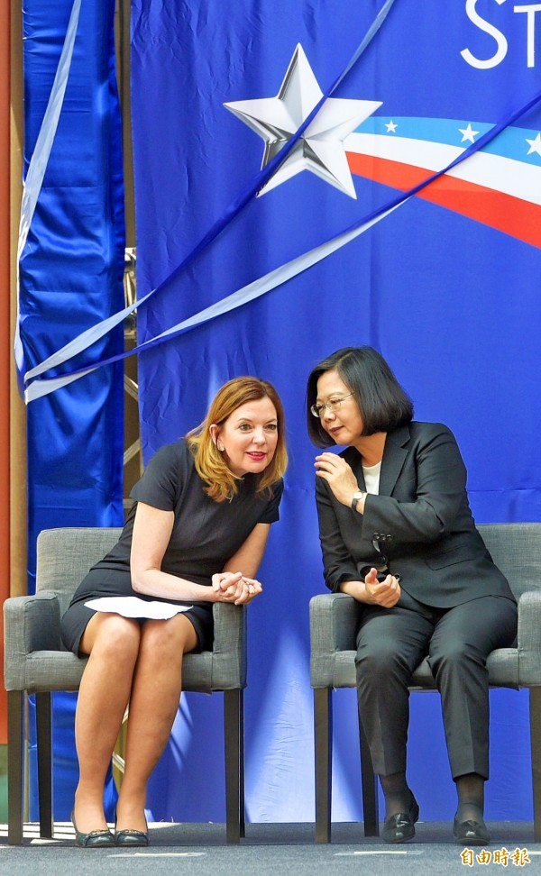 President Tsai Ing-wen, right, talks to US Assistant Secretary of State for Educational and Cultural Affairs Marie Royce at yesterday's dedication of the new American Institute in Taiwan complex in Taipei's Neihu Distict. Photo: Chang Chia-ming, Taipei Times