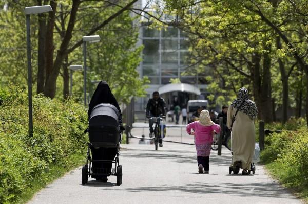 丹麥政府週一(28日)宣布,住在移民聚居區的兒童,將被強制接受公共教育,學習民主、平等和丹麥重要節日,例如耶誕節。(美聯社)