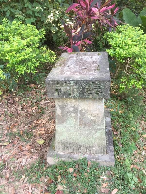 市定古蹟圓山水神社傳出遭人破壞,神社的公狛犬石像失蹤。(圖擷自蕭文杰臉書)