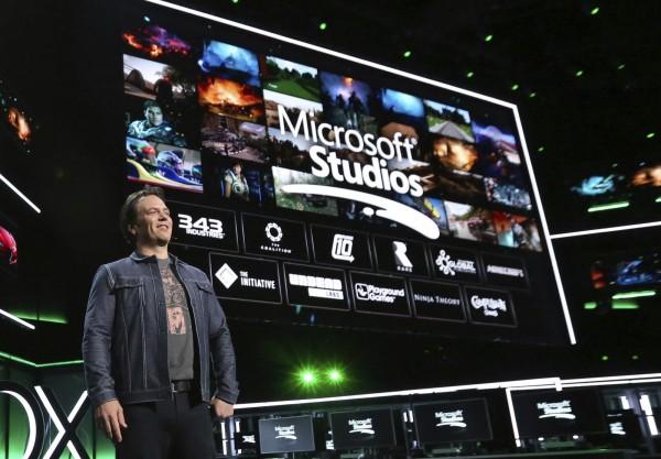 微軟遊戲部門負責人菲爾·斯賓塞(見圖)在Xbox E3記者會上表示,將收購多家遊戲工作室,來加強旗下原創遊戲內容。(美聯社)