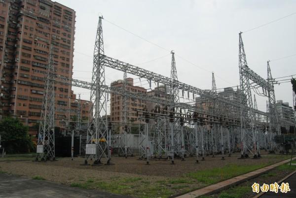 高壓電塔,示意圖。(資料照)