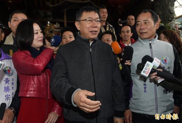 台北市里長聯誼會總會長勤榮輝(右)。(資料照,記者簡榮豐攝)