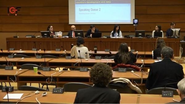 第12屆聯合國網路治理論壇在日內瓦舉行,政務委員唐鳳運用數位機器人直播,突破中國打壓,成功發言。(圖擷自YouTube)