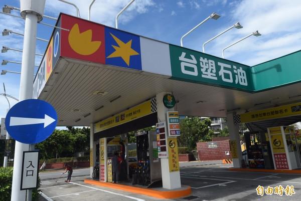 台塑石化今下午宣布,下週一凌晨1點起調漲汽、柴油價格,調漲幅度分別為0.2、0.3元/公升。(資料照,記者簡榮豐攝)