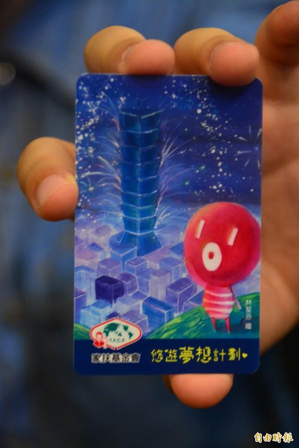 小芬參加彩繪101比賽獲得第一名,作品被選為悠遊卡卡面圖片。(記者游明金攝)