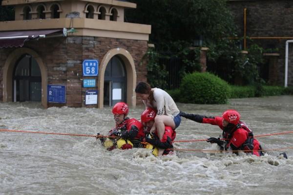 中國四川省近日遭逢大雨,部分地區更發生罕見大洪水,受災人數多達50萬。(路透)
