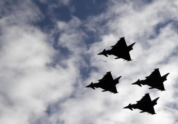 參加馬德里國慶閱兵的4架戰機之一在返回基地途中墜毀。(法新社)