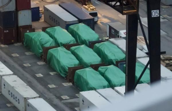 去年11月底,一艘從高雄開往新加坡的貨輪在香港停靠時,星國9輛裝甲車遭港府扣留了。(美聯社)