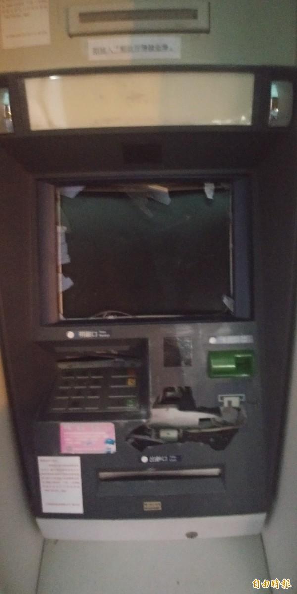 宜蘭縣員山鄉今天下午提款機遭一名男子攻擊。(記者簡惠茹攝)