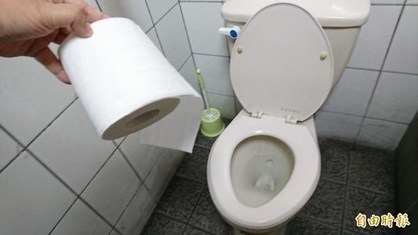 醫師指出,排尿問題和勃起功能障礙、憂鬱症有密切的關係。(資料照)