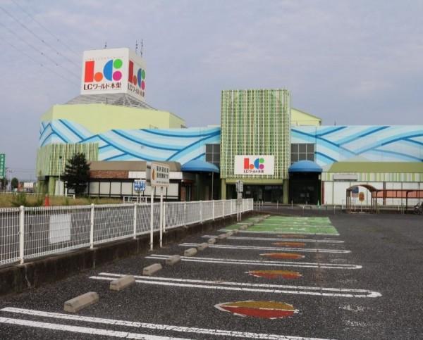 日本「廢墟賣場」的總占地面積約達3萬坪,網友日前上傳了一系列賣場空無一人的照片上傳網路,立刻引發熱議。(圖擷取自@yogoren推特)