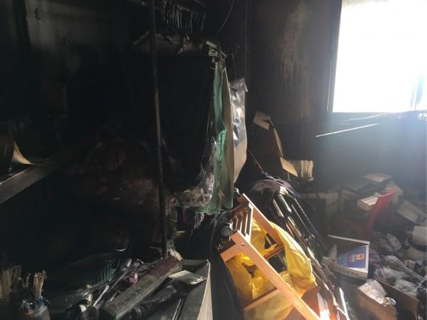 炭火引燃雜物起火,一家3人2死1傷。(記者張瑞楨翻攝)