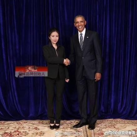 美國前總統歐巴馬上月底赴中出席全球中小企業峰會發表演講,會後有數間微商(藉微博、微信等社群網站開店)釋出握手照。(圖翻攝自《網易》)