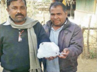村里老婦遭不明冰塊擊傷,後才發現原來是飛機儲存排泄物。(圖擷自印度時報)