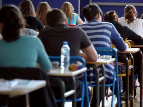 許多網友表示,當年能念到高中畢業的女生真的很少。此為示意圖。(路透)