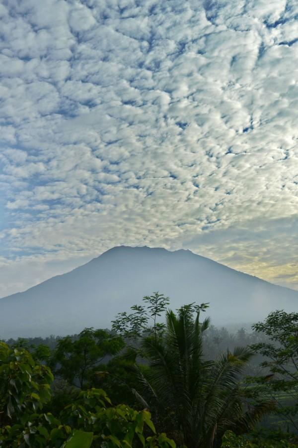 阿貢火山最近一次爆發是在1963年,造成1000多人此。(法新社)