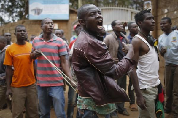 肯亞在總統大選後,隨即陷入一片混亂,群眾抗議甚至演變成暴動,全國動盪不安。(歐新社)
