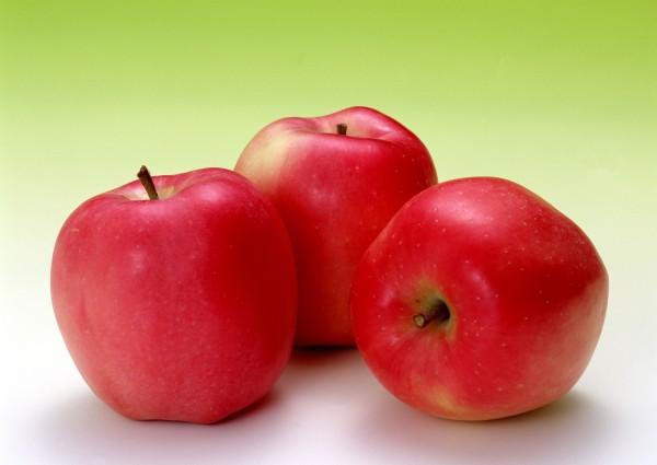 學校營養午餐食材未來必須符合4章1Q的要求,卻可能發生營養午餐無法供應水果的問題。(資料照)