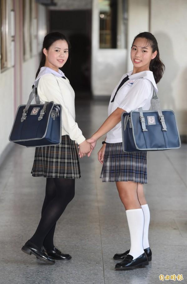 台北市稻江護家的日式書包背帶可調整,可肩背也可手提。(記者廖振輝攝)