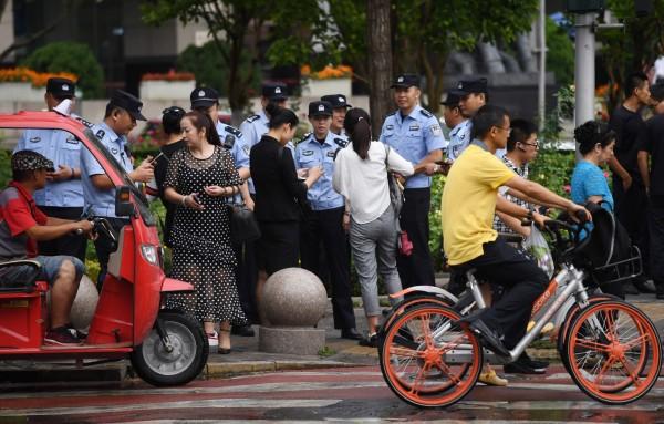 北京街頭出現大量警察。(法新社)