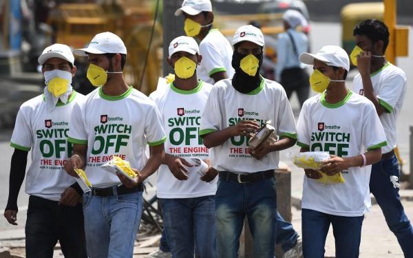 印度在世界空氣污染國家排名一直居高不下,今年4月就有民間團體發起關掉引擎,保護空氣的活動。(法新社)