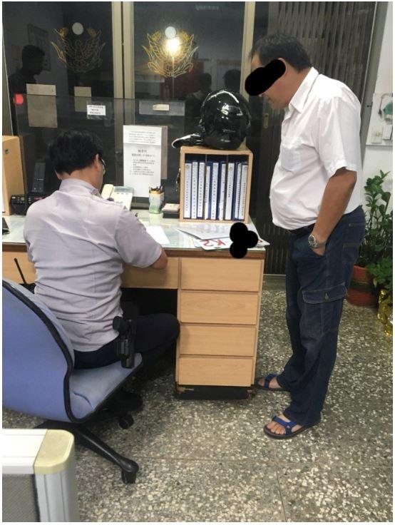 計程車司機想抓騎士違規,反被吊銷牌照。(圖擷取自爆料公社)