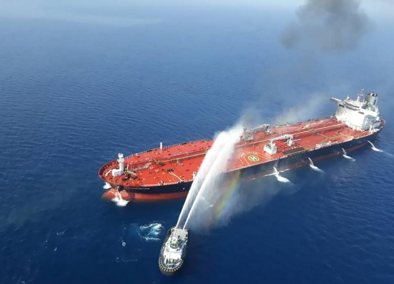 兩艘油輪在阿曼灣遭受襲擊,其中一艘證實為台灣中油租用的油輪「Front Altair」。(法新社)