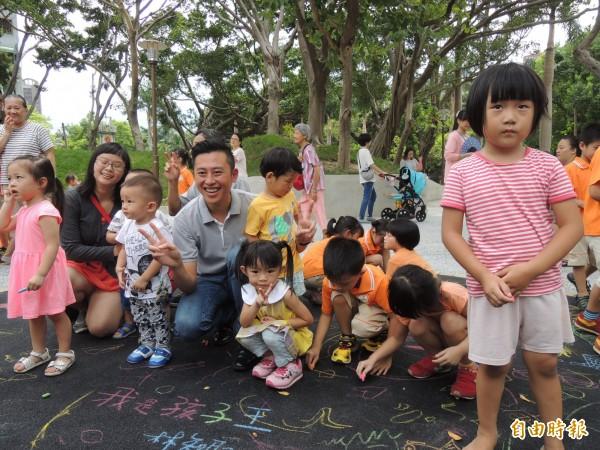 黃昆輝教授教育基金會公布民調,發現有八成一比例的民眾同意,實施5歲幼兒教育義務化,可解決目前幼兒教育問題。(資料照)