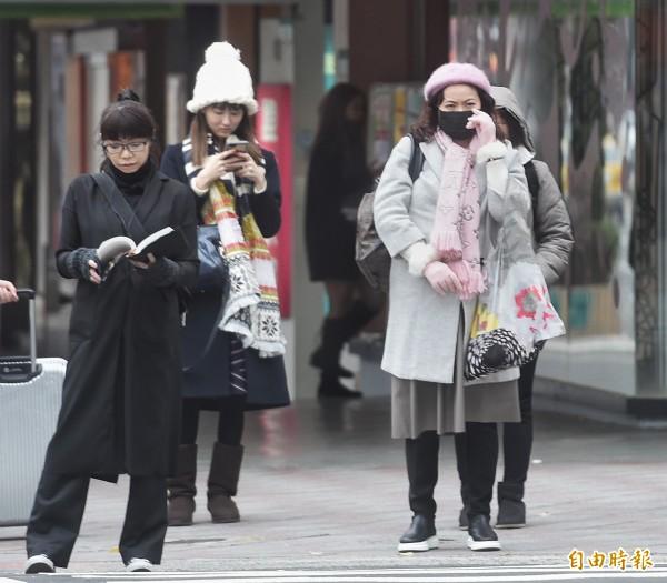 今天清晨台南以北、東北部低溫將下探9到10度,其他地區低溫也僅11到13度。(資料照,記者方賓照攝)