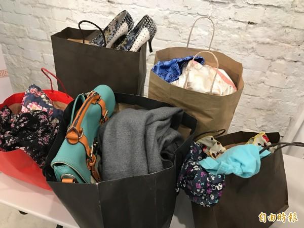 衝動造成過度消費,許多民眾衣櫃內都是標籤未剪的不需要衣物。(資料照,記者陳炳宏攝)